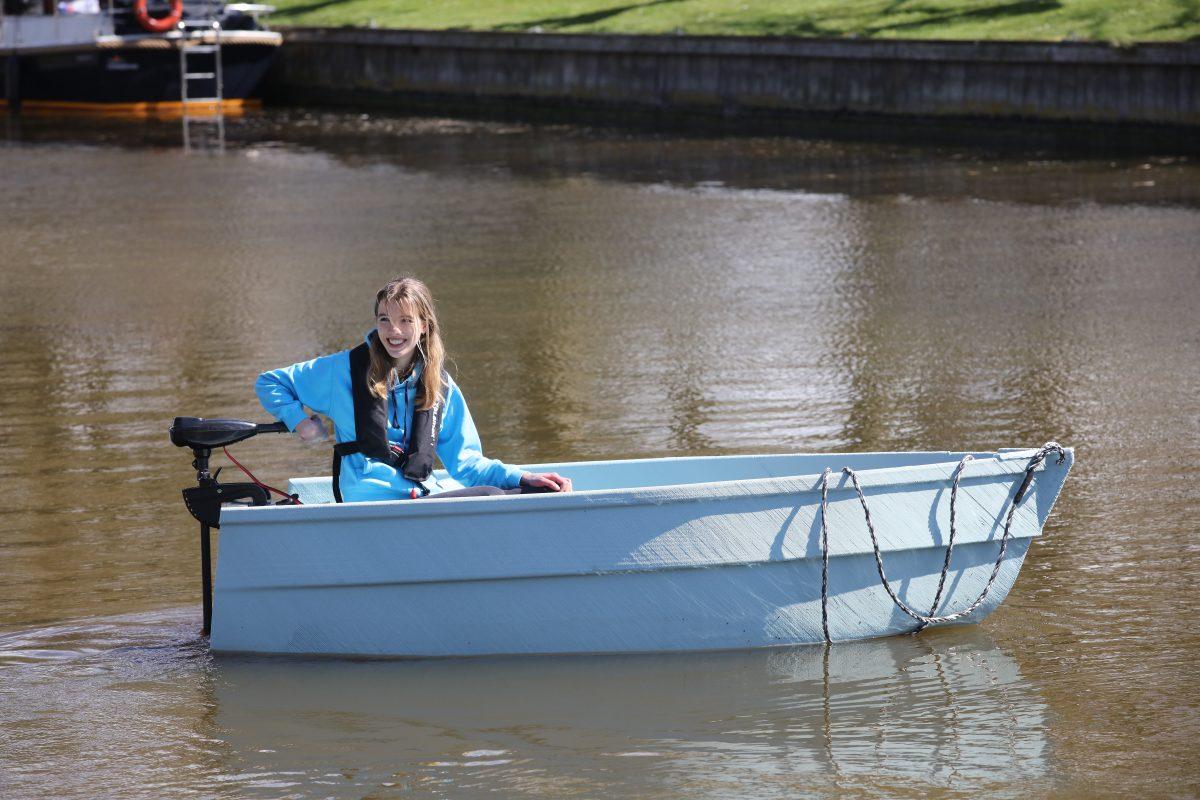 Maritieme Academie Harlingen wint 3d-geprinte boot van zwerfafval